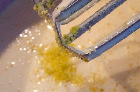 Sitronskall i deigen gir en ekstra god smak.