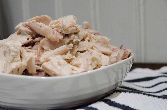 Hvis det blir for mye hønsekjøtt, er restene perfekt å bruke i en salat, hønsesuppe eller på et smørbrød.