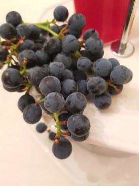 Skikkelig deilig å servere hjemmedyrkede druer til ost!
