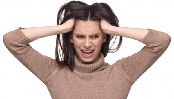 注文住宅での電気配線の配線計画に失敗して後悔している女性