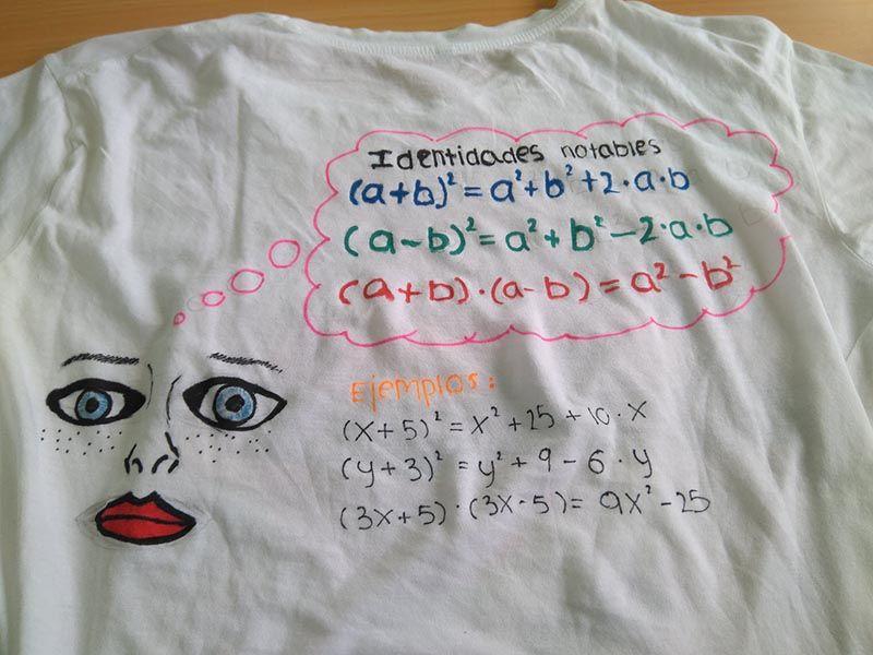 Taller de diseño de camisetas en clase de matemáticas