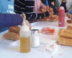 Mucha diversión y talleres, jamón, tomate y aceite de oliva para festejar Andalucía