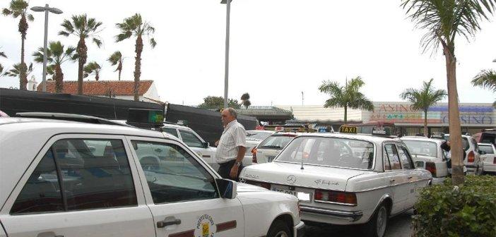Водитель такси на Тенерифе обнаружил, что его пассажирка скрывала среди одеял мёртвого ребёнка