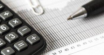 Банки не могут взимать более 3 евро комиссионных в месяц на основных счетах