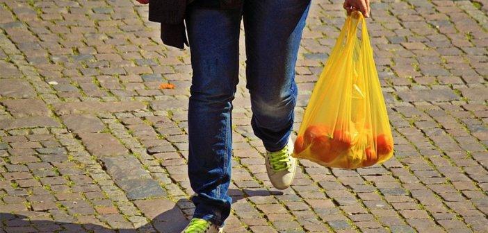 С сегодняшнего в магазинах Испании нужно будет платить за пластиковые пакеты