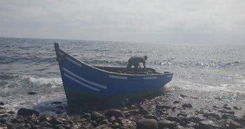Новая лодка с 12 иммигрантами ранним утром прибыла к берегам Lanzarote