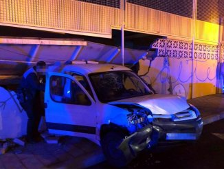 Автомобиль после аварии влетел в школу в La Laguna