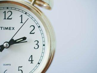В воскресенье спим на час больше - переход на зимнее время