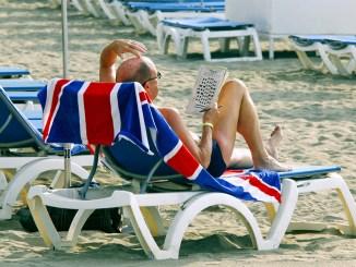 Канары радуются: британским туристам не нужно проходить карантин по возвращению