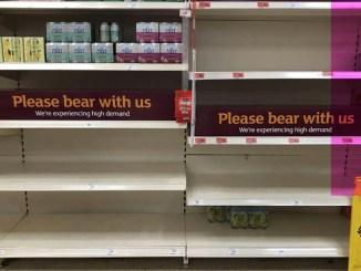 Британцы будут летать на Канары за едой? Brexit опустошил полки магазинов