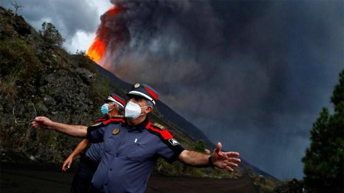 Вулкан показывает, что рано успокоились: существует опасность разрушения его структуры