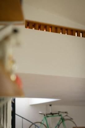 ストーブの熱を2階にも、と工夫された格子窓です。見た目にもおしゃれ!