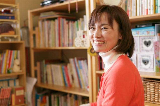 """カラッとした笑顔で、""""あれから春巻き作ってない""""カミングアウトの秋山さん。自然体で可愛い方です。"""