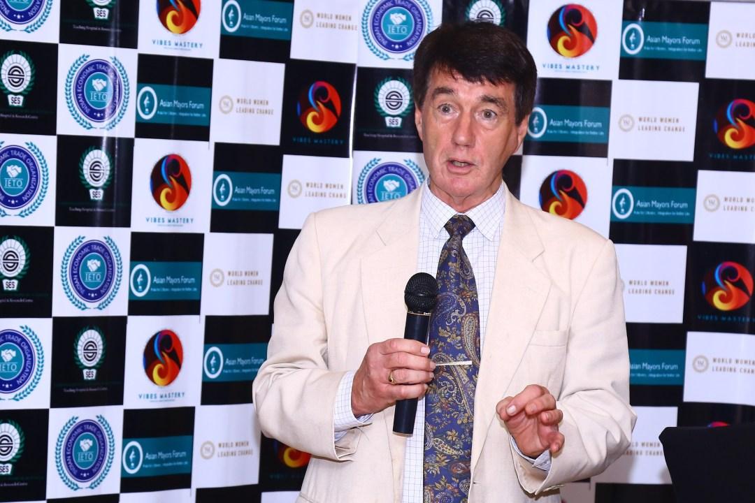 Dr Geoffrey Clements