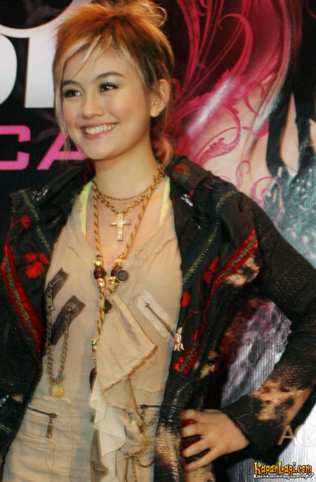 Agnes Monica Colorful Hairstyle  ifahisablackjack