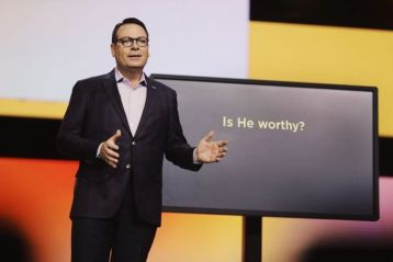 Pastor Chris Hodges apologizes for liking racially insensitive social media posts of conservative leader