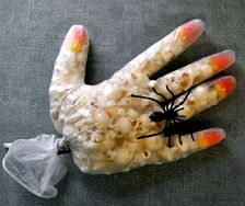 Popcorn Hand creative halloween craft ideas