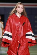 gigi-hadid-fashion-week-fall-4