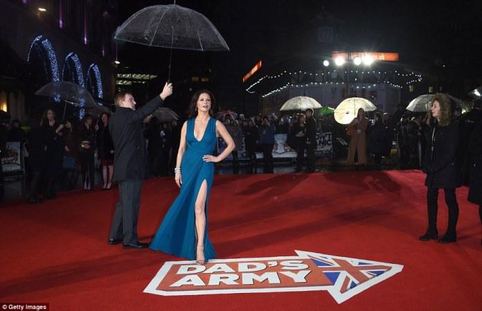 Catherine_Zeta_Jones_red_carpet 2