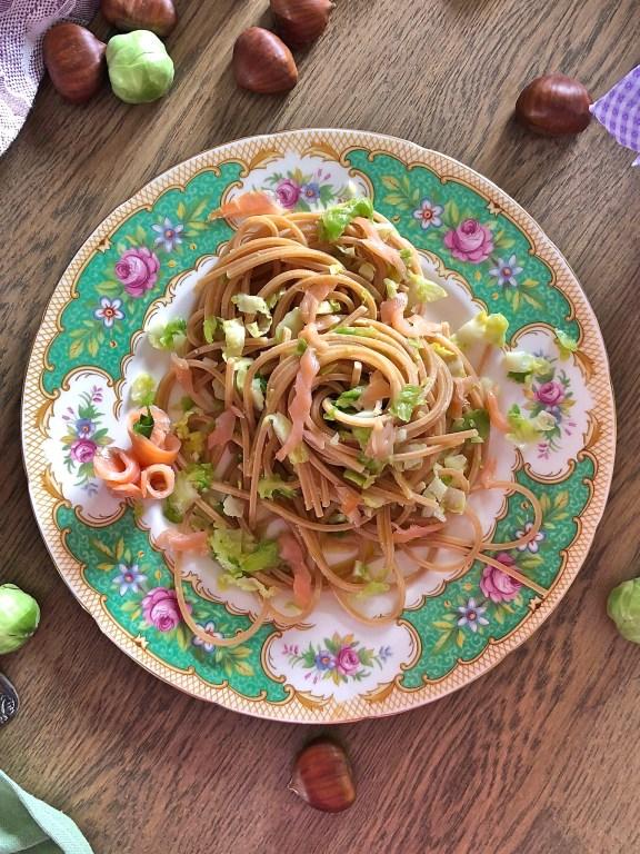 Spaghetti quadrati al salmone selvaggio, cavoletti di bruxelles e crema di castagne