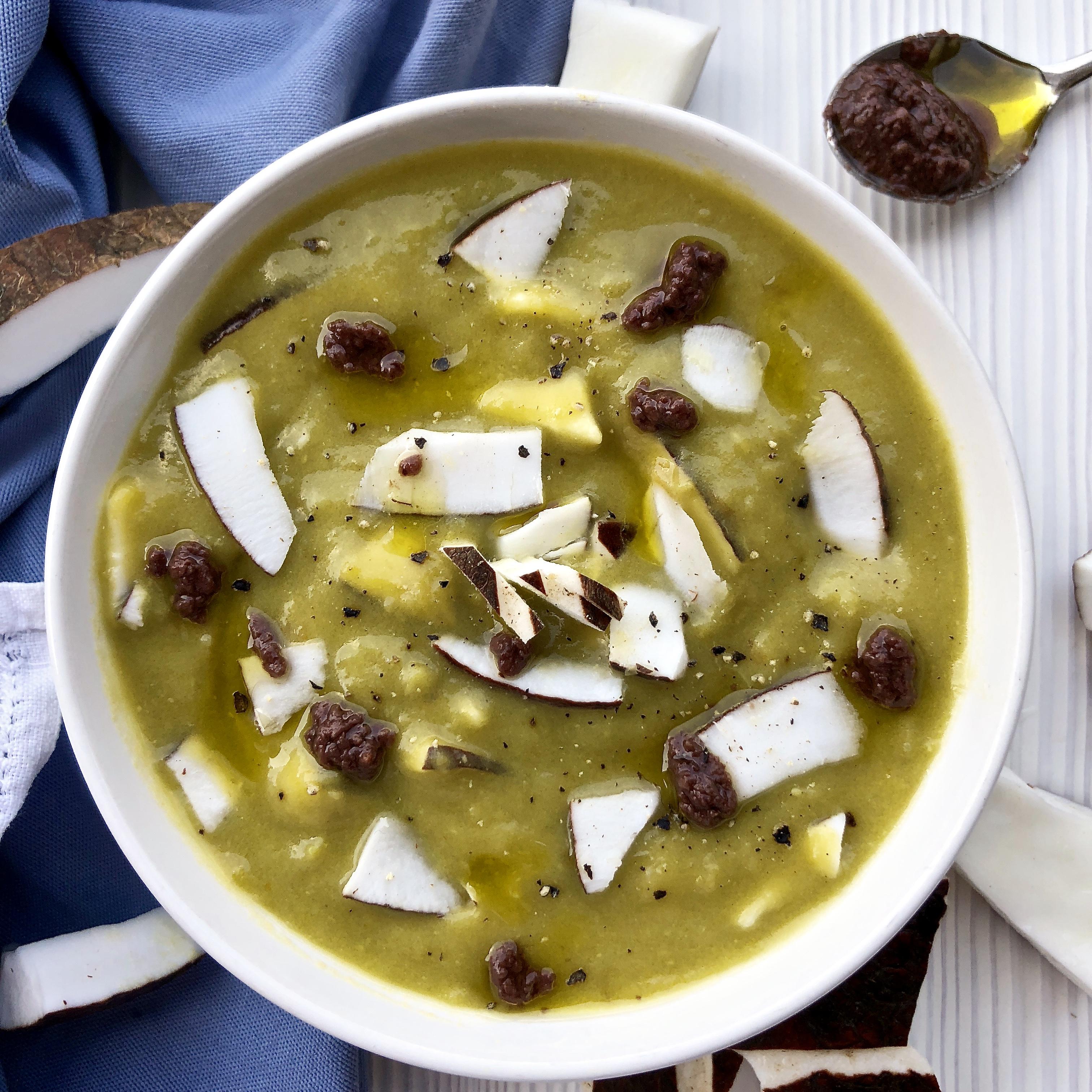 Crema fredda di piselli al latte di cocco e patè di olive