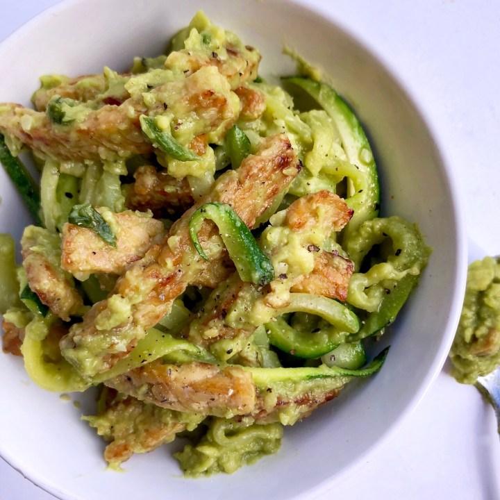 Tempeh e zucchine con guacamole di avocado