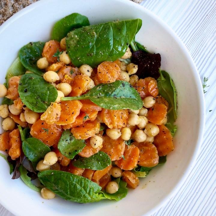 Insalata di carote ceci e spinaci al cumino, timo e zenzero