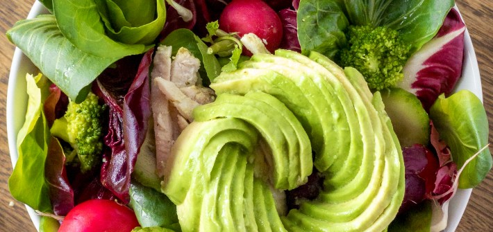 insalata di radicchio pollo e avocado