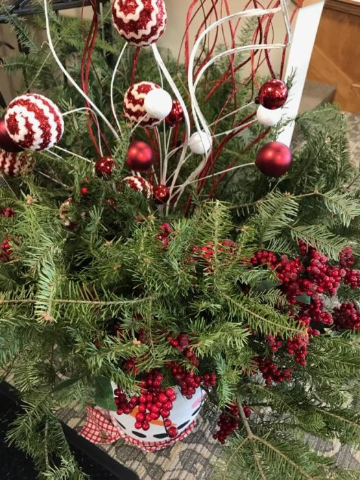 Table centerpiece made of fresh pine boughs