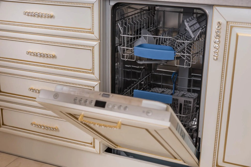 Should You Ever Run A Dishwasher Empty