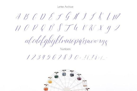 Alivia Script Font