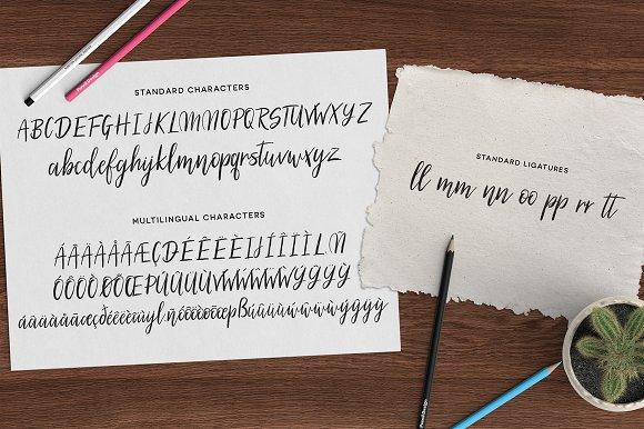 Silhouetto Script Font