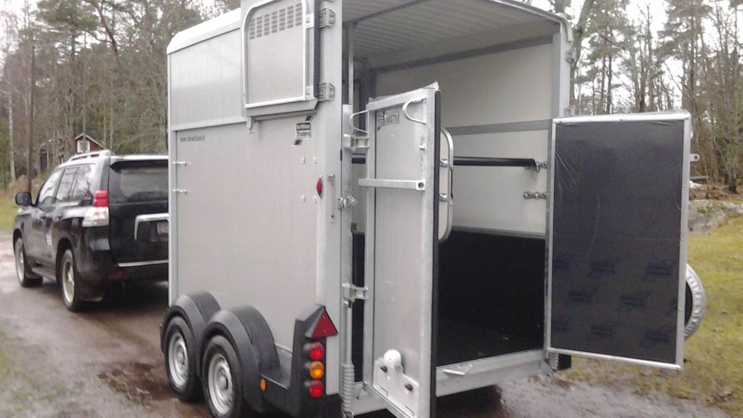 Horseboxes-2