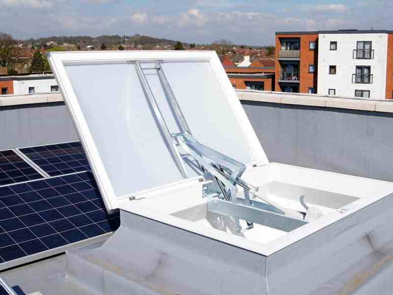 Em-Vent is a high-performance flat-roof smoke vent, fully certified to BS EN12101-2 and designed for commercial, leisure, retail and residential developments and refurbishments.