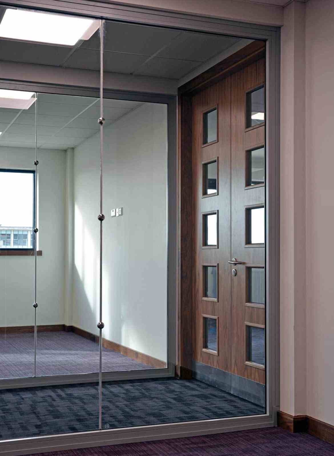 The Pilkington Pyroclear® Range is an integrity only fire-resistant glass which can also be used in butt-jointed applications (Pilkington Pyroclear® Line) with or without button fixings (shown in image).