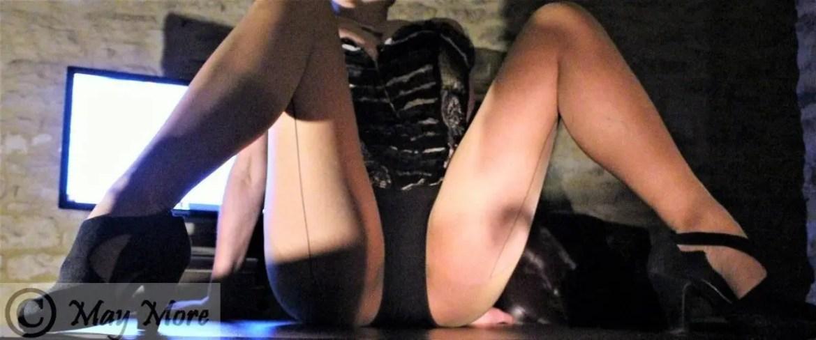Kinky Posts Slider ~ Click on a sliding post