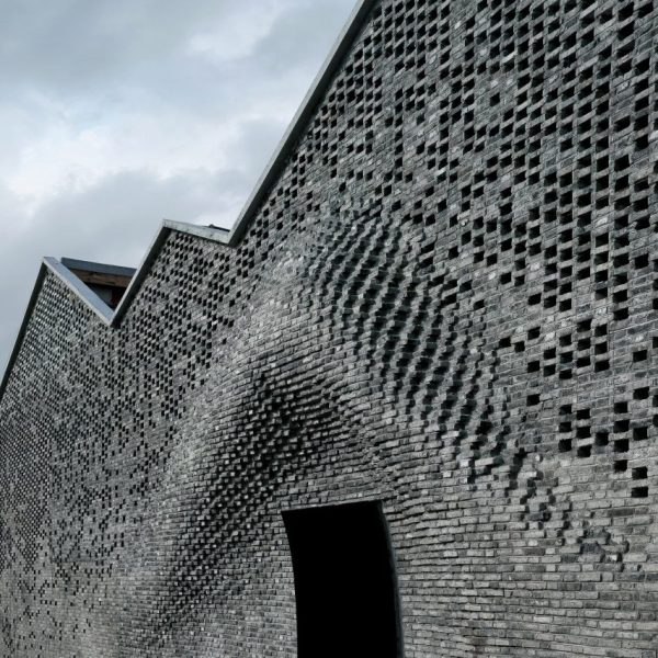 Bricklaying Robots Create Bulging Brick Facade