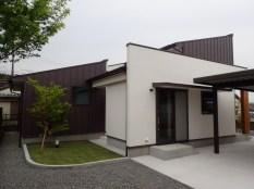 菖蒲原の家1