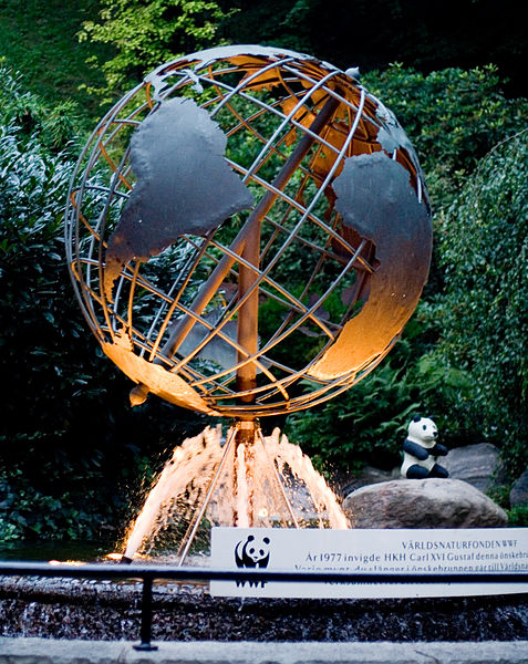 477px-World_Wildlife_Foundation_Globe,_Liseberg