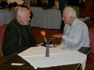 Joachim KNAAK und Peter DEBOLD beim Fachsimpeln