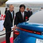 左から日本エアリキード矢原史朗代表取締役社長、小川洋福岡県知事