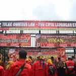 Rakyat Indonesia mendesak DPR RI menghentikan fungsi legislasi, fokus laksanakan fungsi anggaran dan pengawasan!