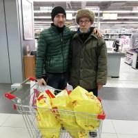 На просьбу о буханке хлеба воронежец купил дедушке три пакета продуктов