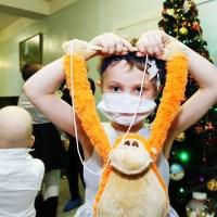 Воронежцы могут успеть сделать новогодние подарки онкобольным детям