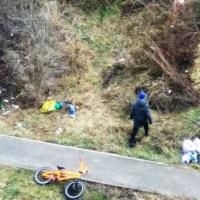 В Воронеже мальчик собрал мусор который накидали в посадке взрослые
