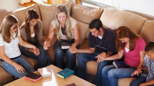 Resultado de imagen para jovenes en la iglesia cristiana