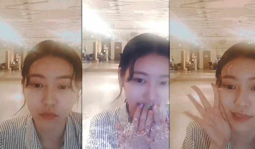Jane (MOMOLAND)'s Instagram Live Stream from August 2nd 2020.