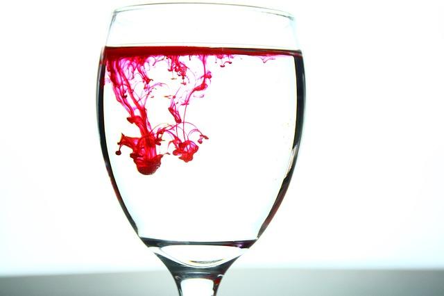 glass-2217664_640.jpg