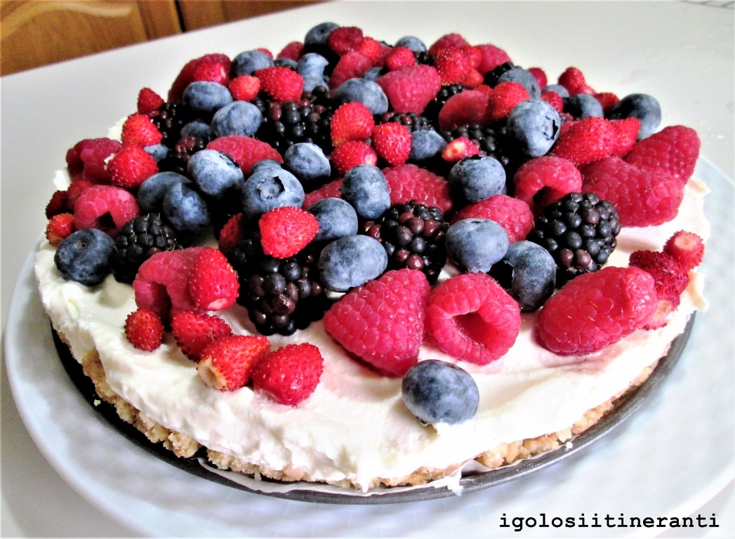 Cheesecake allo yogurt, miele e frutti di bosco