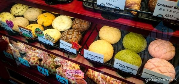 Melonpan di diversi gusti in vendita al Melon de melon di Okayama